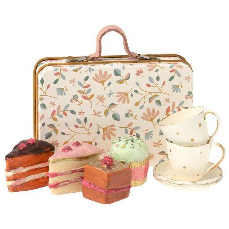Miniatuurne nukuserviis ja koogid